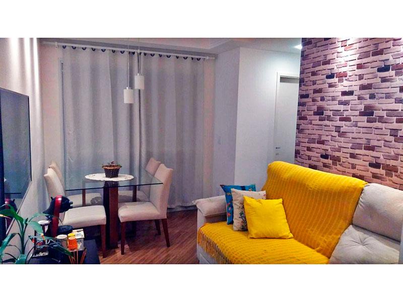 Ipiranga, Apartamento Padrão - Sala com piso laminado, teto com moldura de gesso, iluminação embutida e acesso a sacada.