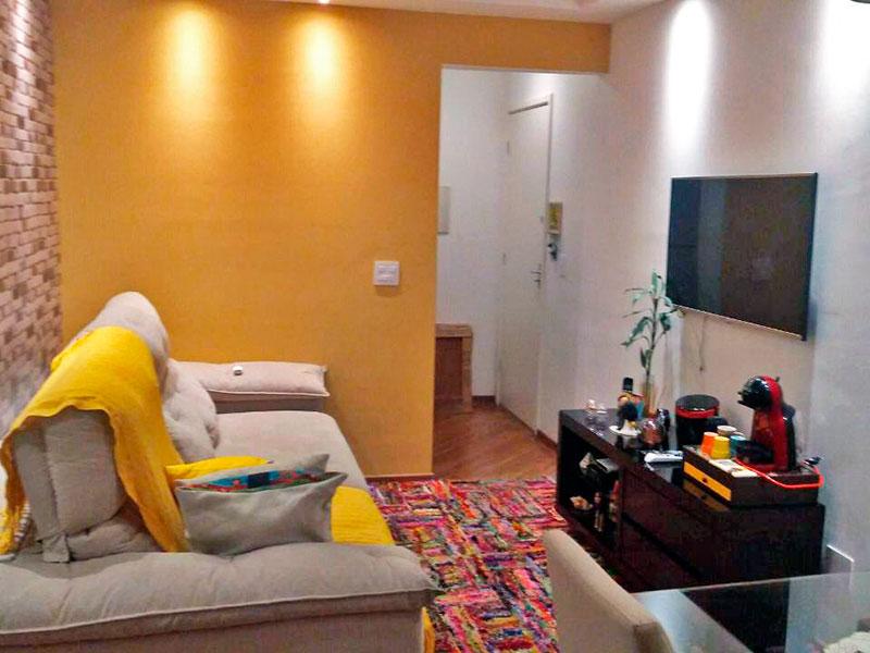 Ipiranga, Apartamento Padrão-Sala com piso laminado, teto com moldura de gesso, iluminação embutida e acesso a sacada.