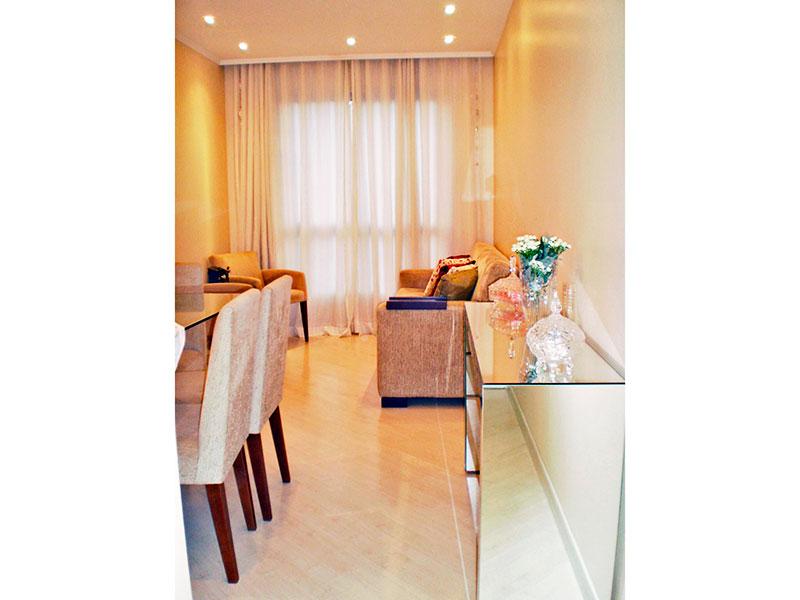 Sacomã, Apartamento Padrão - Sala com piso laminado, teto com moldura de gesso e iluminação embutida.