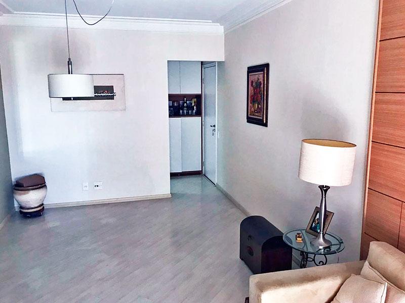Ipiranga, Apartamento Padrão-Sala em L com piso laminado, teto com sanca de gesso e acesso a varanda.