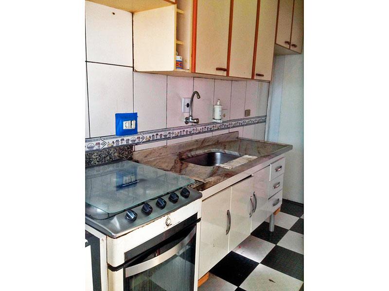 Jabaquara, Apartamento Padrão-Cozinha com piso de cerâmica, teto com moldura de gesso, gabinete, pia mármore e acesso a área de serviço.