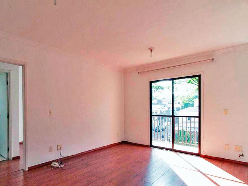 Jabaquara, Apartamento Padrão-Sala com piso de madeira, teto com moldura de gesso e acesso a sacada.