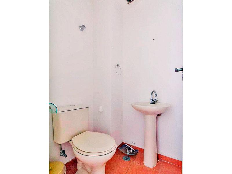Jabaquara, Apartamento Padrão-Lavabo com piso de cerâmica e pia de porcelana.