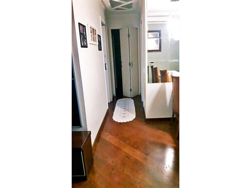 Ipiranga, Apartamento Padrão - Sala em L com piso de carpete de madeira, teto com sanca de gesso, iluminação embutida e acesso a avaranda.