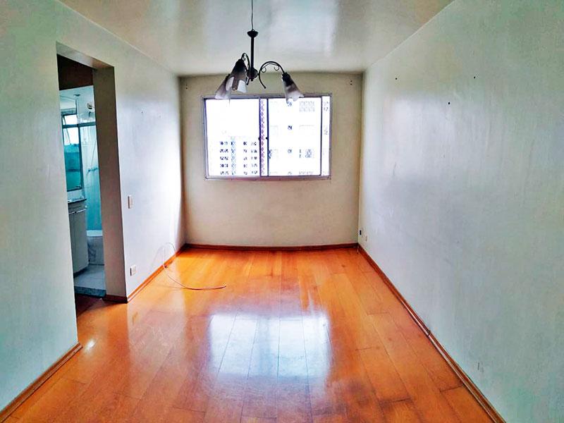 Jabaquara, Apartamento Padrão - Sala com piso de carpete de madeira.