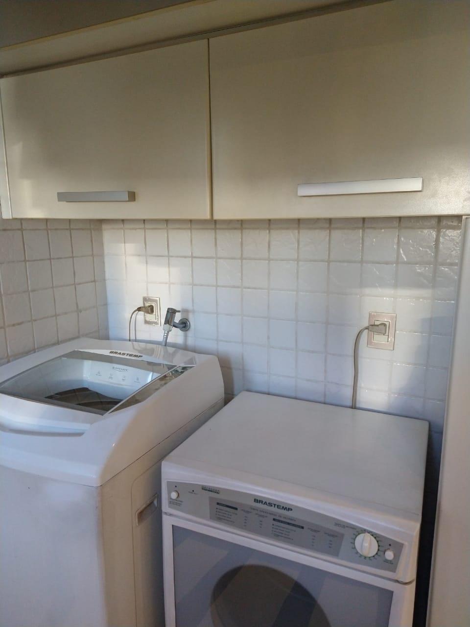 Ipiranga, Apartamento Padrão-Área de serviço com piso de cerâmica e armários embutido.