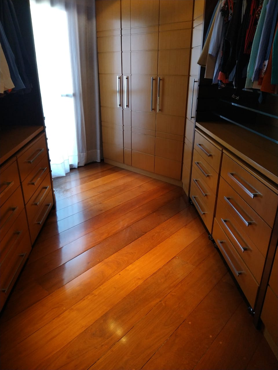 Ipiranga, Apartamento Padrão-Closet da suíte com armários planejado e piso de madeira
