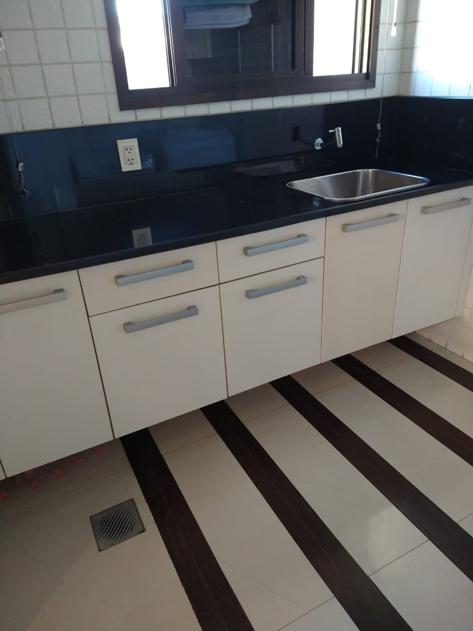 Ipiranga, Apartamento Padrão-Cozinha com armários planejados, piso de porcelanato e pia de granito