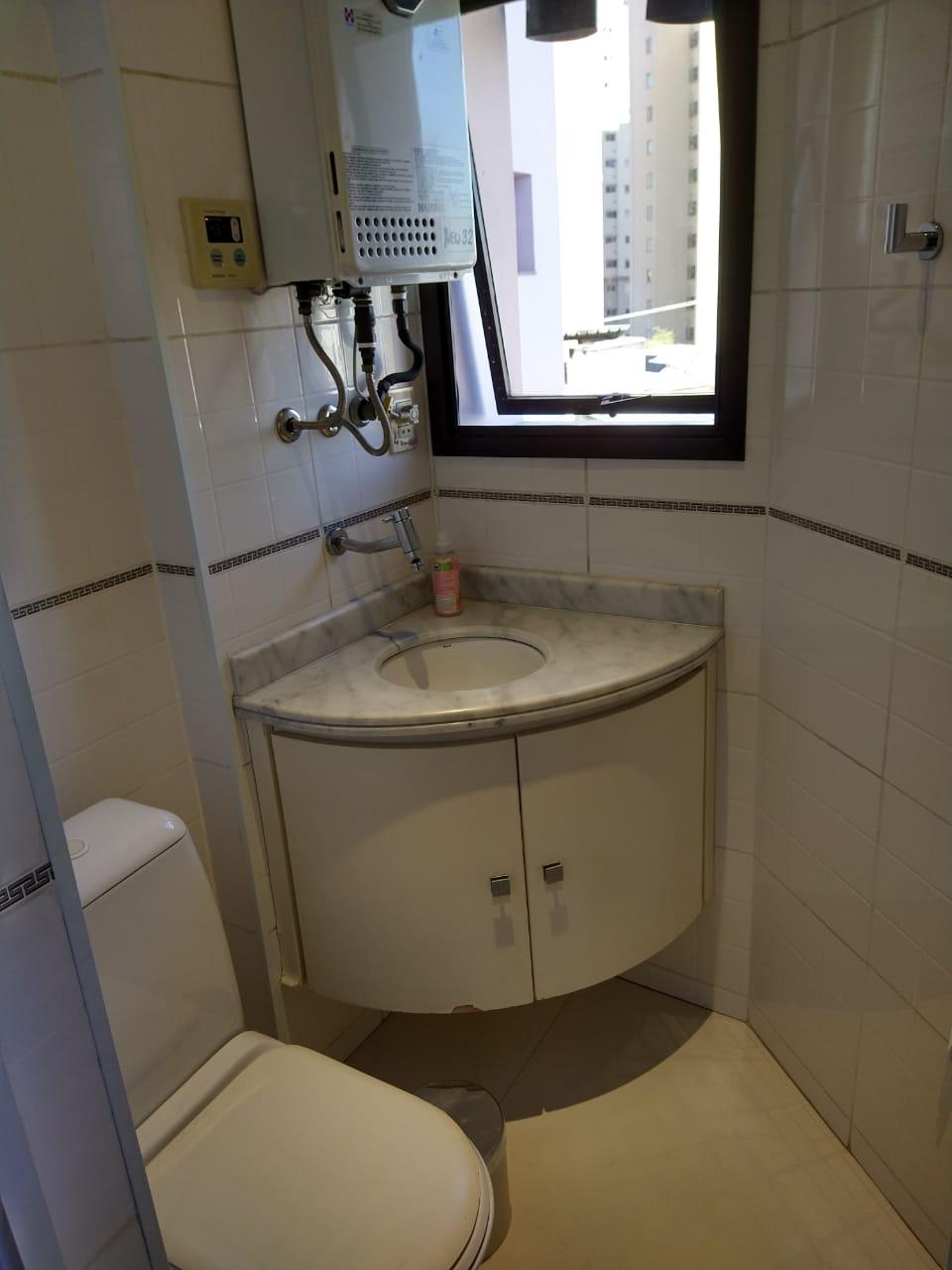 Ipiranga, Apartamento Padrão-Wc de serviço com piso de porcelanato e aquecedor a gás