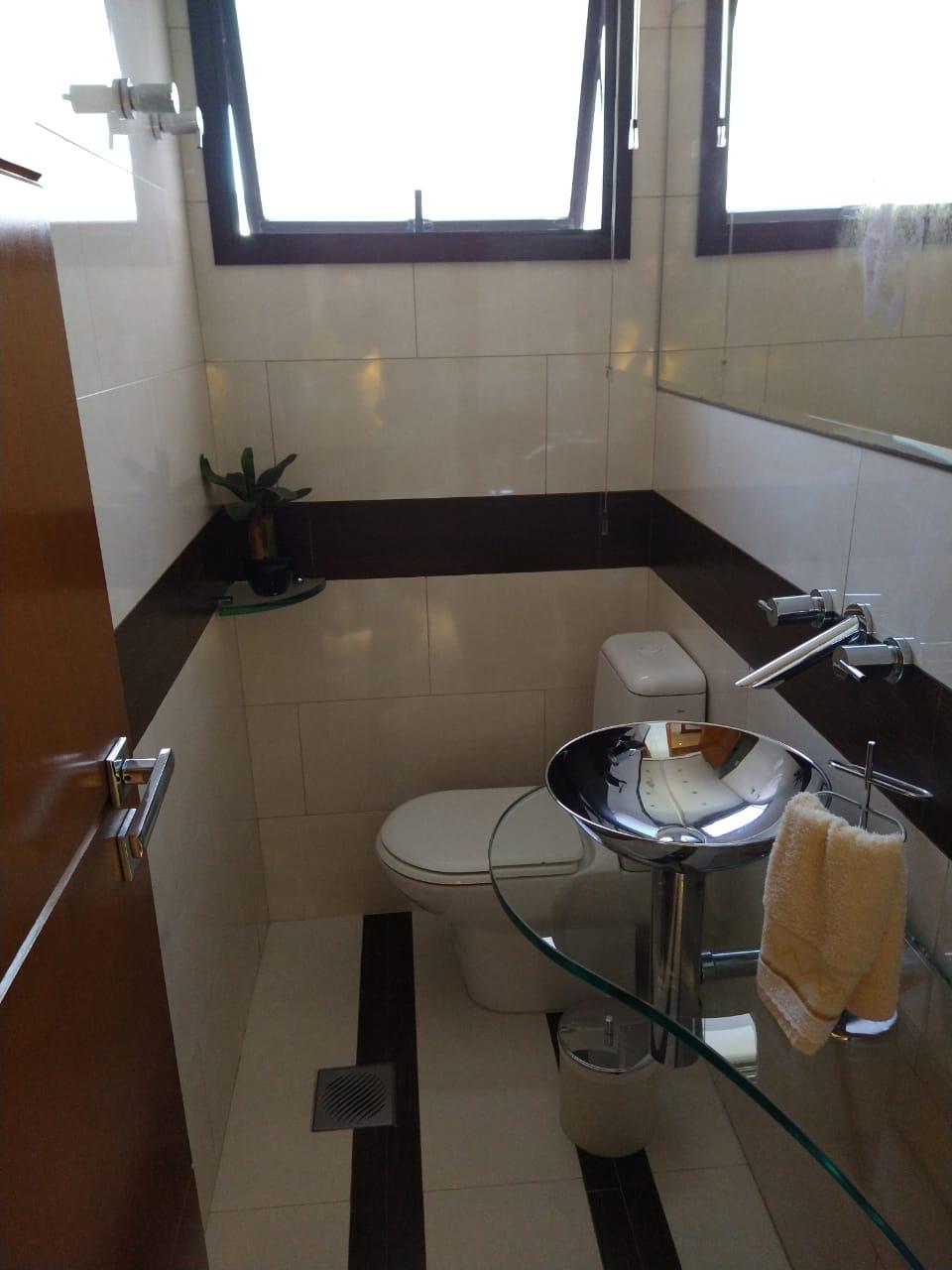 Ipiranga, Apartamento Padrão-Lavabo com piso de porcelanato e pia de vidro