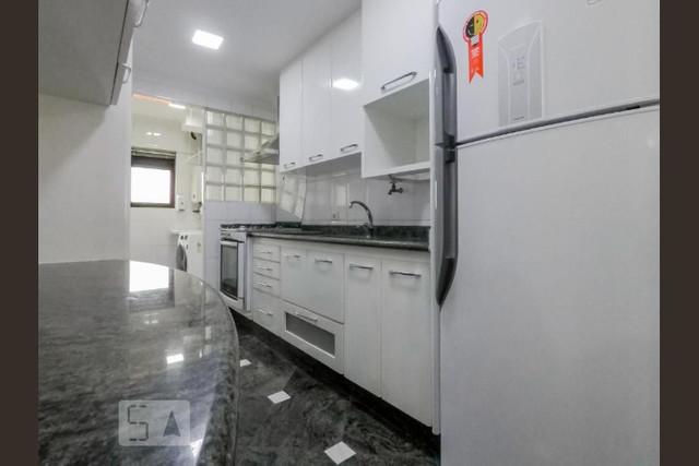 Ipiranga, Apartamento Padrão-Cozinha com armários planejados, piso de granito, pia de granito e acesso à área de serviço