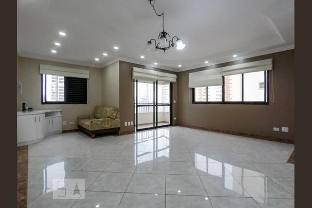 Ipiranga, Apartamento Padrão - Sala ampliada, 2 ambientes, piso de porcelanato, sanca de gesso com iluminação e acesso à varanda.
