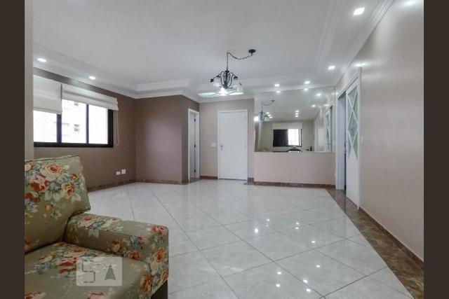 Ipiranga, Apartamento Padrão-Sala ampliada, 2 ambientes, piso de porcelanato, sanca de gesso com iluminação e acesso à varanda.