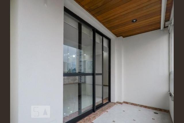 Ipiranga, Apartamento Padrão-Varanda fechada em vidro com piso de porcelanato e forro de madeira