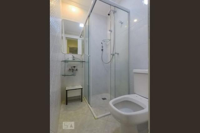 Ipiranga, Apartamento Padrão-Wc de serviço com pia de porcelana e box de vidro