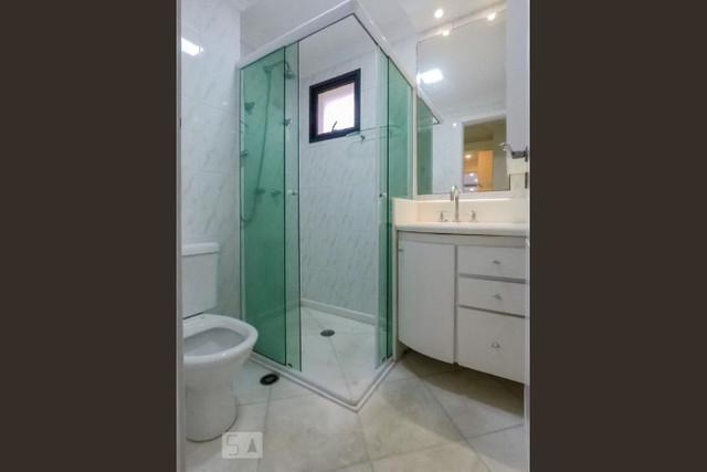 Ipiranga, Apartamento Padrão-Wc Suíte com piso de porcelanato, pia de mármore e box de vidro